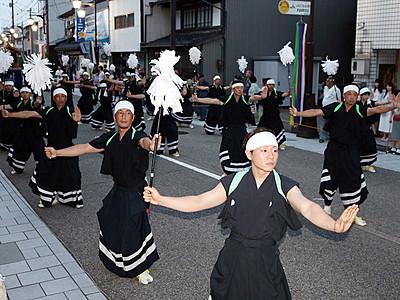 勇壮に木遣り町流し 井波で太子伝観光祭開幕
