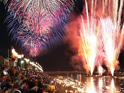 夏の夜空に光の大輪 水橋橋まつり花火大会