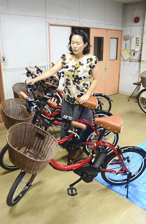 8月1日から村内5カ所で貸し出す電動アシスト自転車