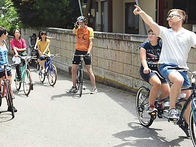 温泉街の風情感じて、外国客を自転車で案内 千曲で米国出身男性
