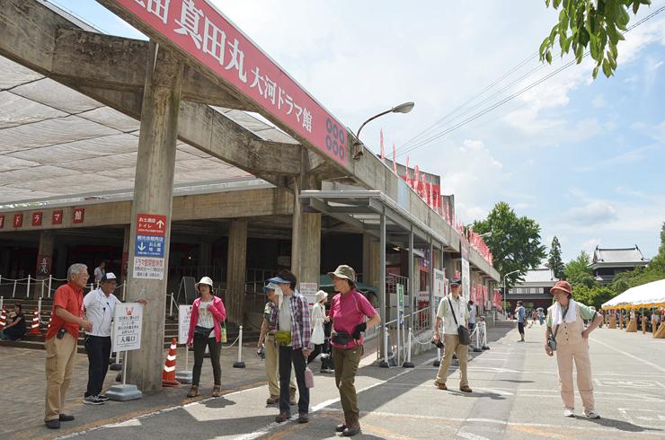 多くの観光客らが訪れている上田城跡公園の「信州上田真田丸大河ドラマ館」