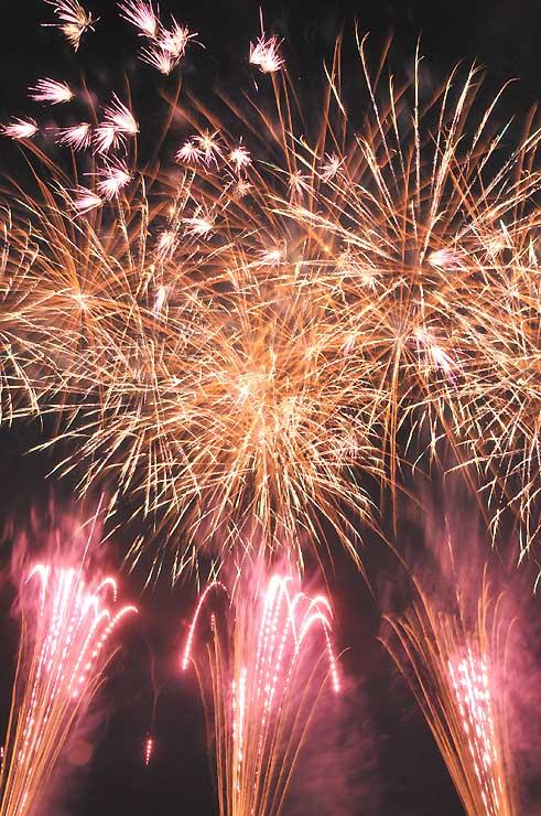 上田の夜空を彩った花火