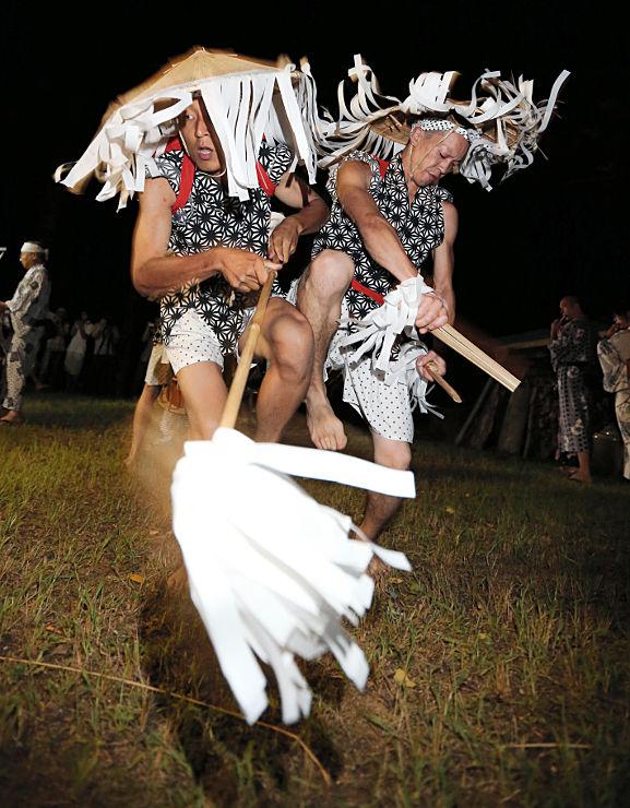 「ヒッチキ」と呼ばれる男衆が体をぶつけながら踊った「和合の念仏踊り」