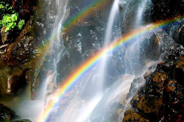 八反滝を彩る二重の虹=福井県勝山市野向町横倉