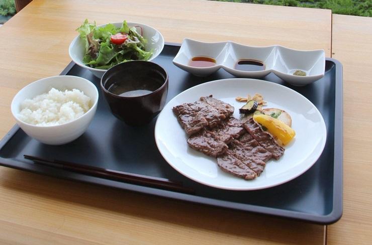 ラ・ビステッカで楽しめる県産牛のステーキ定食=新潟市西蒲区橋本