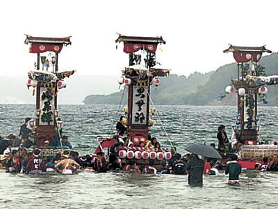 海上でキリコ舞う 穴水町沖波で大漁祭り