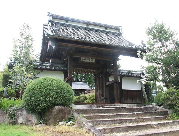 直親をかくまった松源寺。当時の建物は焼失し、現在は松岡城跡にある