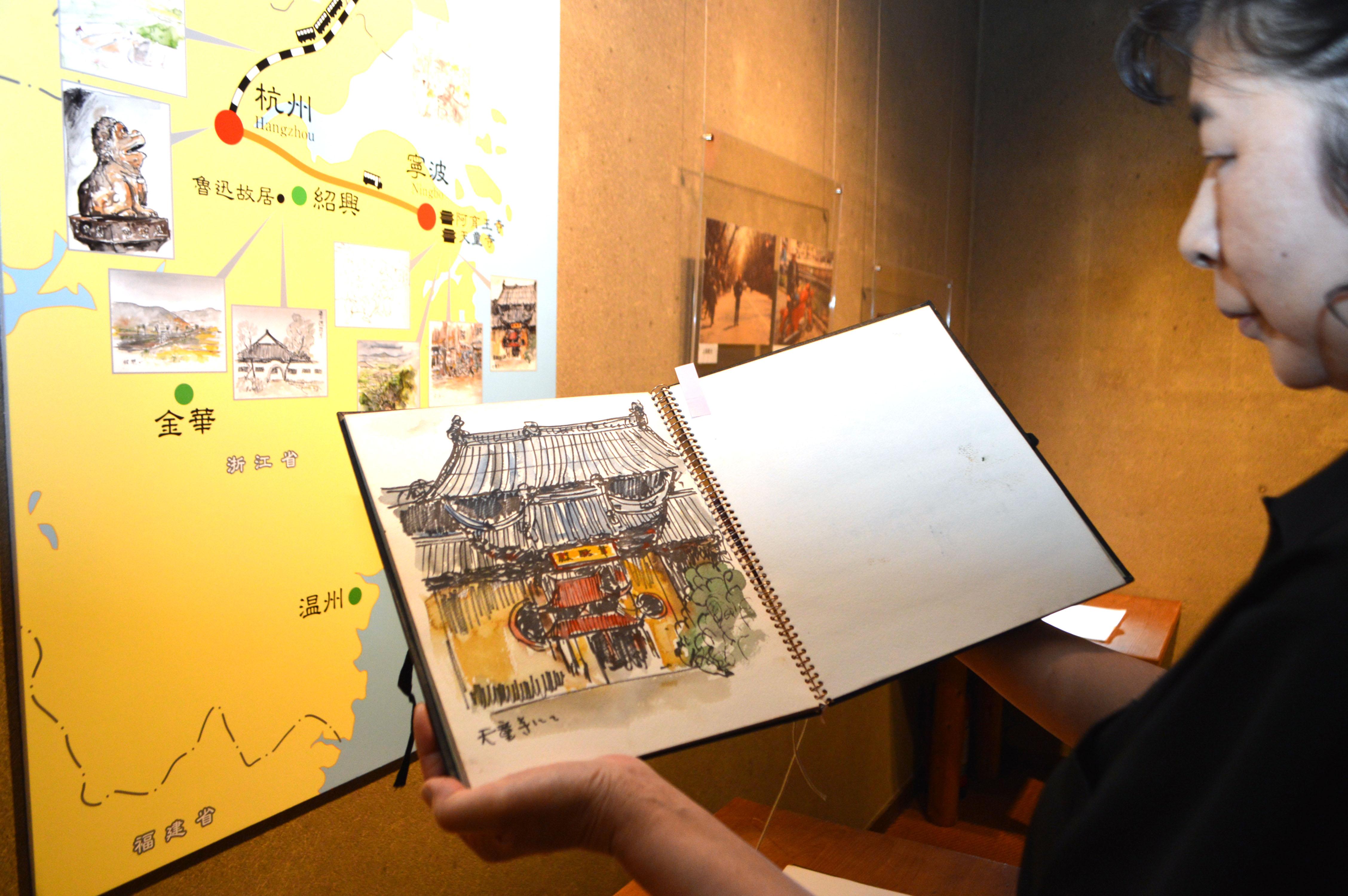 渡辺さんが中国で描いたスケッチ画などを披露している展覧会=福井県おおい町岡田の若州一滴文庫