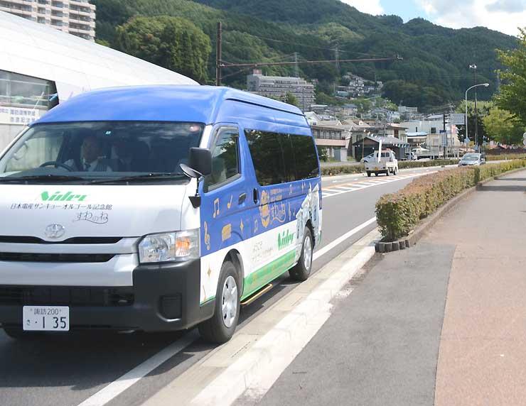 諏訪湖周を走り、すわのねと上諏訪温泉を結ぶ無料シャトルバス