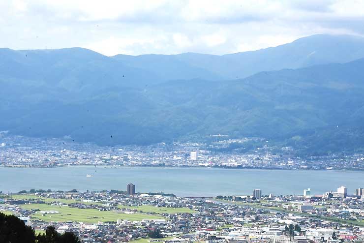 峠の茶屋からの諏訪湖の眺望
