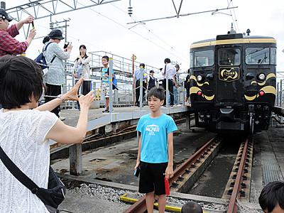 「とやま絵巻」お披露目 あいの風とやま鉄道28日から運行