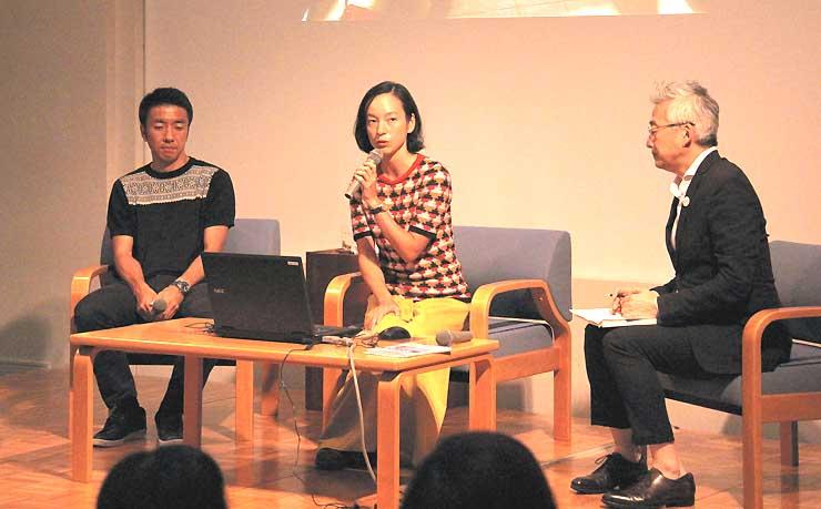 山の魅力を語り合う石川さん(左)とKIKIさん(中央)
