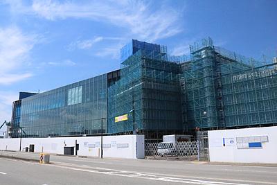 富岩運河環水公園で建設が進む富山県美術館=富山市木場町