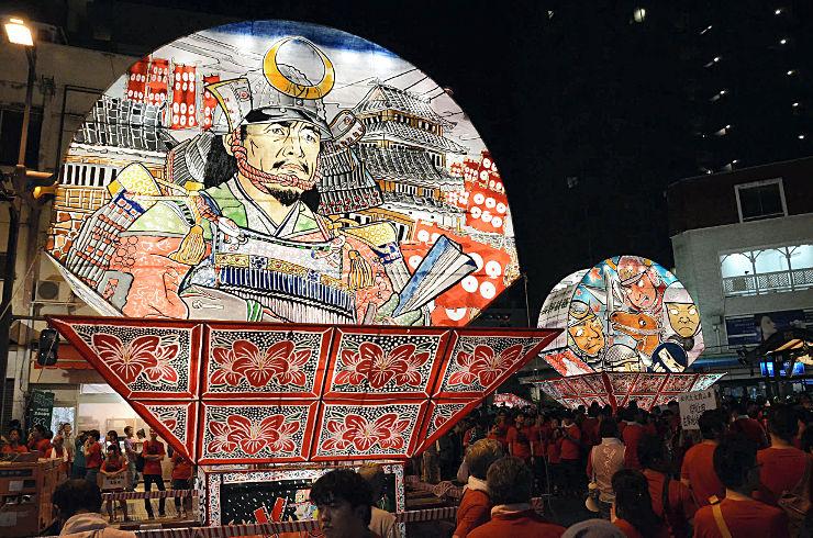 上田市街地に登場した巨大なねぷた