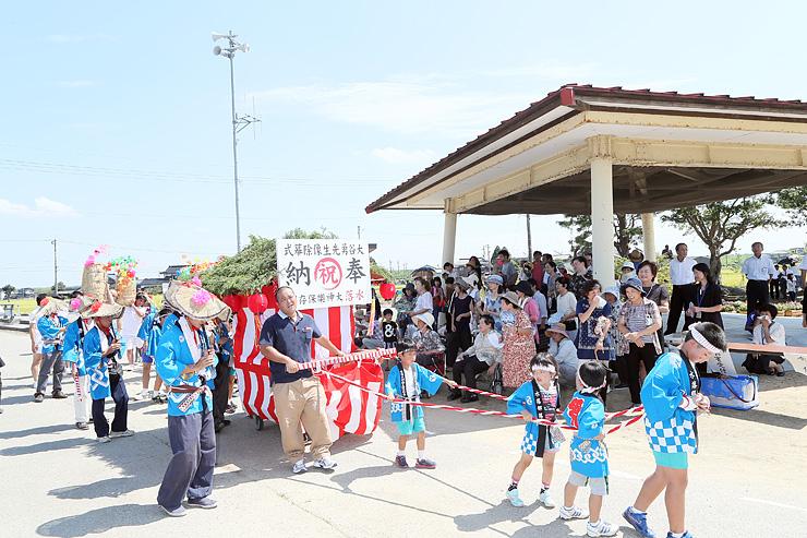 8年ぶりに水落太神楽が披露されるなど、集落を挙げて祝う住民