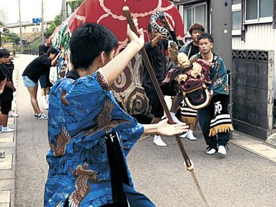 宮獅子、勇壮な舞 小松市で安宅まつり開幕