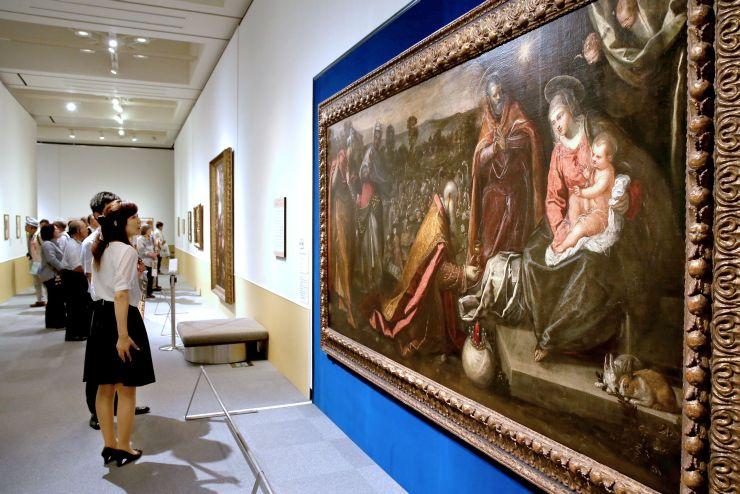 10日の開幕を前に開かれた内覧会=9日、長岡市の県立近代美術館