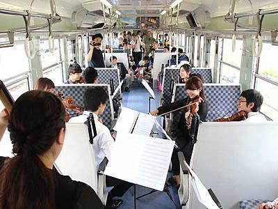 北しなの線1周年祝う 長野―妙高高原間の各駅で催し