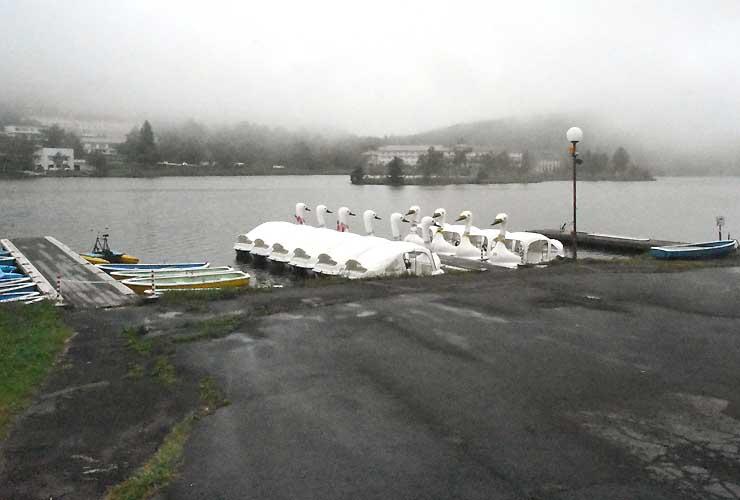 11月1日に今シーズンのワカサギ釣りが始まる白樺湖