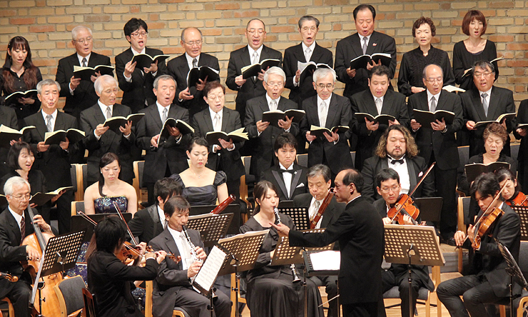 宇奈月アマデウス祝祭管弦楽団と合唱団が出演し、フィナーレを飾った昨年のスペシャルコンサート