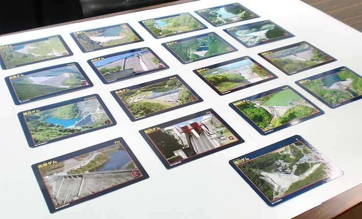 県営ダムの写真や特徴を掲載した「ダムカード」