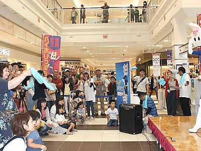 小海線沿線ご当地キャラ「ハイぶりっ子ちゃん」 佐久でファンら応援集会