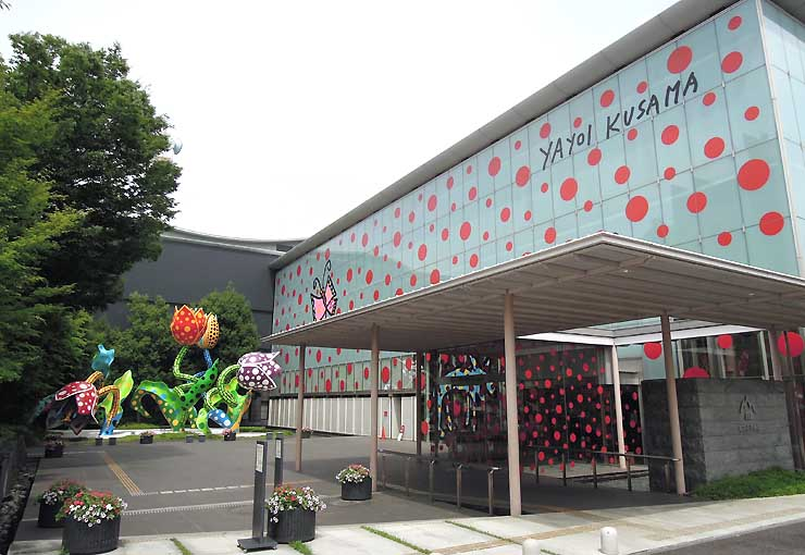 松本市美術館の壁面などを使った作品「松本から未来へ」=12年7月。今年10月下旬から再度展示する