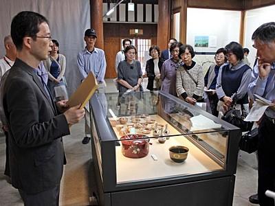 新発田・市島邸資料館リニューアル 家系図や書60点展示