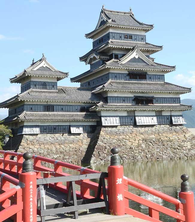 親子探検ツアーの舞台になる松本城