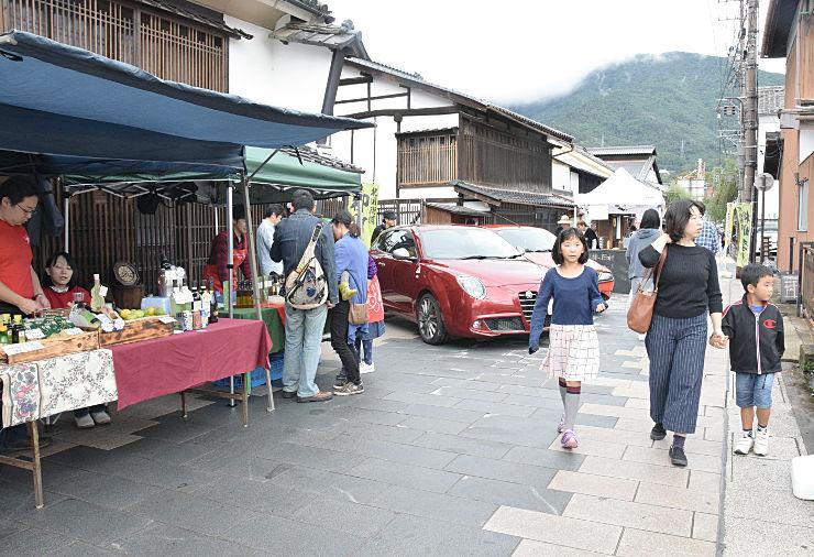 イタリア食材などの出店やイタリア車の展示があった柳町の通り