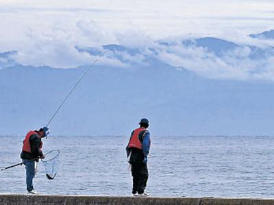 海越しに、はるか峰々 珠洲から北ア絶景