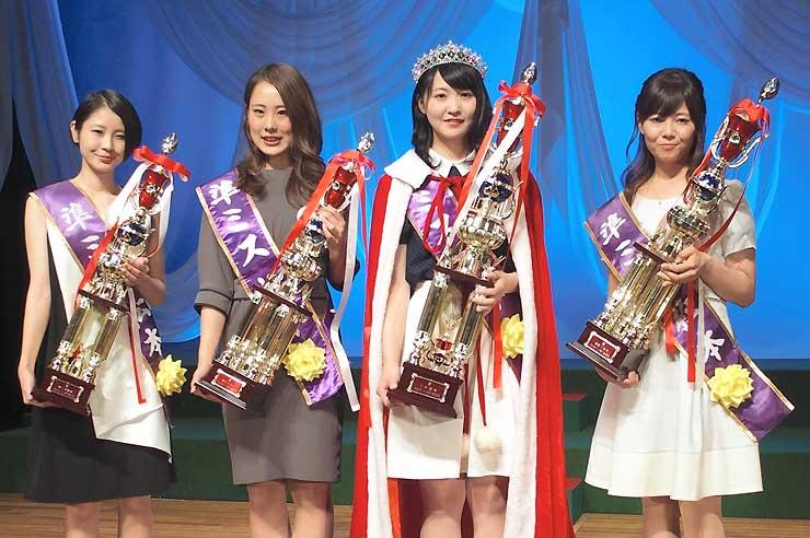 ミス松本に選ばれた北沢さん(右から2人目)ら