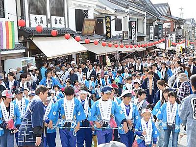 善光寺参道、盛大に里曳き 湯福神社、24年ぶり御柱大祭