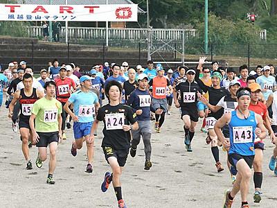 風越登山マラソン心地よい汗 飯田のシンボル舞台に784人