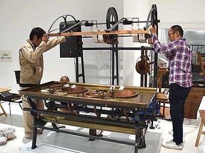 17年公開、富岡製糸場描く映画 岡谷蚕糸博物館の繰糸機活用