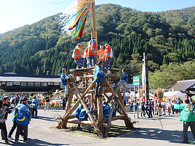 「石かち」の音、山里に響く 「利賀の山祭り」始まる