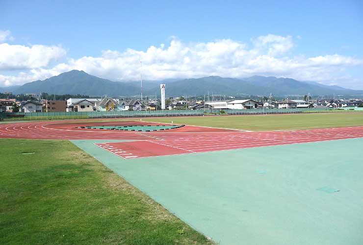 第1回みなみ信州駅伝・ロードレースの発着点となる飯田市総合運動場陸上競技場