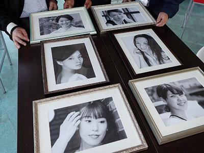富山の女性、リアル鉛筆画に 21日から小矢部・空中カフェで展示