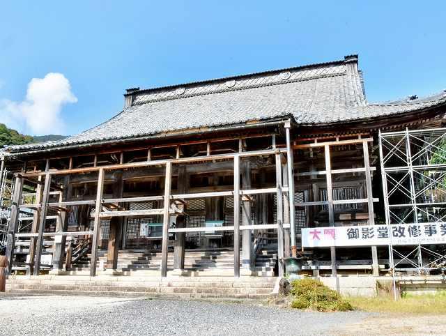 第2期工事で修復される御影堂=19日、福井県敦賀市原の西福寺