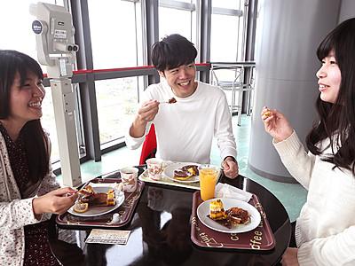 「空中カフェ」で極上スイーツ クロスランドおやべ