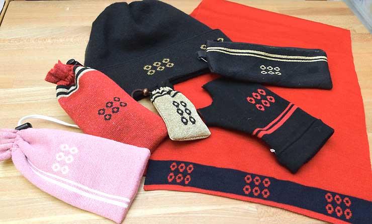 マフラー、ハンドウオーマー、帽子、巾着袋など「六文銭」をあしらった製品