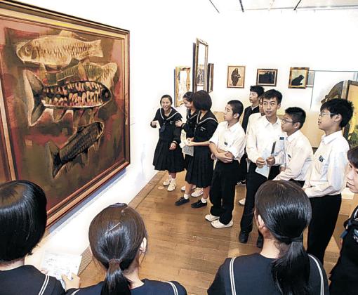 金沢美大の70年の歴史を伝える所蔵作品展=金沢21世紀美術館