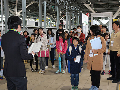 「富山駅親子えきなか教室」に40人 雪国独自の構造理解