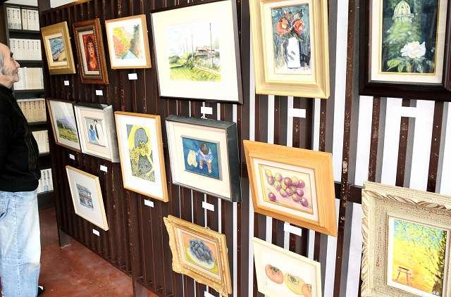 奥越の絵画愛好家が力作を披露している作品展=大野市元町のアトリエくのり