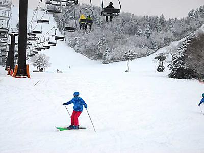 スキー場は恵みの雪 延期の志賀高原「熊の湯」オープン