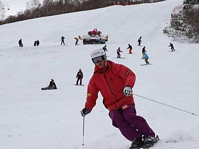 軽やかに初滑り 湯沢・かぐらスキー場オープン