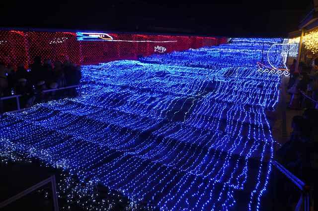 15万個のLEDで、小浜湾などを幻想的に表現したイルミネーション=福井県小浜市