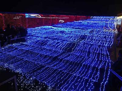旭座に幻想的な「光の海」 LED15万個、新幹線も表現