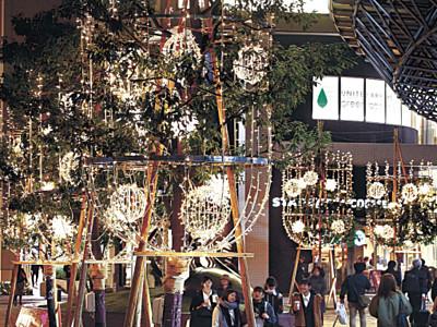 金沢駅、冬の装い イルミネーション点灯