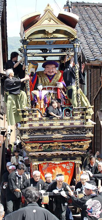 城端神明宮祭の曳山行事